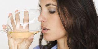 Reactia adversa bizara a femeilor la vinul alb: