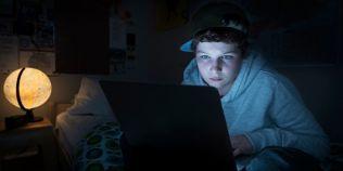 Copiii-bufnita ai erei digitale, generatia care nu mai doarme noaptea. Ce urmari are obiceiul lor
