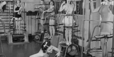 La sala de fitness, pe tocuri si coafate: cum faceau sport femeile in 1940