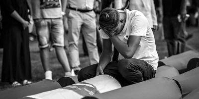 20 de ani de la masacrul de la Srebrenita. Serbia face un pas inainte si unul inapoi