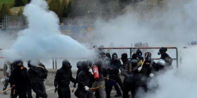 VIDEO Ciocniri violente, la Pasul Brenner, intre fortele de ordine si anarhisti italieni