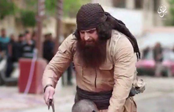 BULDOZERUL, asasinul ISIS, SI-A ARATAT FATA intr-un videoclip cu IMAGINI SOCANTE, care POT AFECTA EMOTIONAL