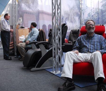 De ce masajul de relaxare la birou nu mai este un moft, ci o necesitate