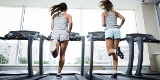 Trei greseli pe care le fac incepatorii pe banda de alergari