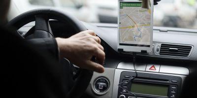 Un proiect de lege aflat in Parlament vrea sa legifereze activitatea Uber si a serviciilor similare. Transportatorii se opun si acuza ca acestea fac evaziune