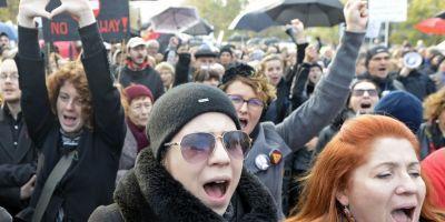Femeile poloneze au iesit din nou in strada impotriva legii care interzice avortul