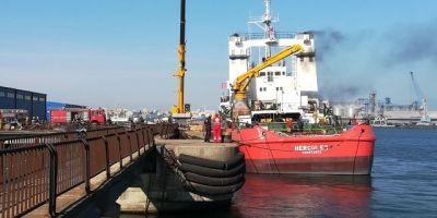 UPDATE VIDEO Singurul vas romanesc de salvare in conditii extreme arde in Portul Constanta