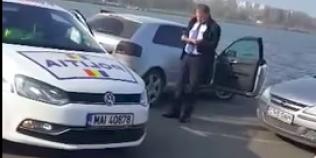 Tanar amendat pentru ca a facut semne obscene unui politist. Omul legii se afla in timpul unei examinari auto