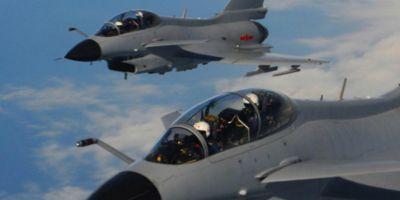 Incident aviatic in Marea Chinei de Est: Un avion de spionaj al Statelor Unite a fost interceptat de doua avioane de vanatoare ale Chinei