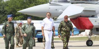 Carmen Iohannis a postat un emoticon cu inimioare la pozele lui Klaus Iohannis de la Baza Militara Mihail Kogalniceanu