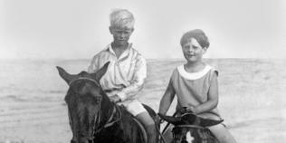 Fotografii istorice cu Regele Mihai si Printul Philip de acum 90 de ani