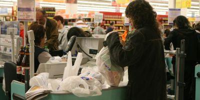 Romania interzice din vara pungile din plastic. Calendarul disparitiei acestora