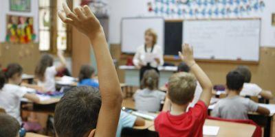 Cum fenteaza parintii regulile si aglomereaza scolile. Invatator: