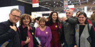 Ana Blandiana, Gabriela Adamesteanu, Nora Iuga, Mircea Cartarescu, cu insigne #Rezist la Targul de la Leipzig