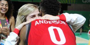 VIDEO Doi componenti ai lotului Angliei s-au logodit pe teren, la Jocurile Commonwealth-ului