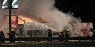 VIDEO Autocarul descoperit cu care jucatorii echipei Steaua Rosie defilau la Belgrad a luat foc