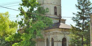 Biserica veche de patru secole, renovata cu bani europeni. Lacasul de cult de la Manastirea a fost ctitorit de Matei Basarab